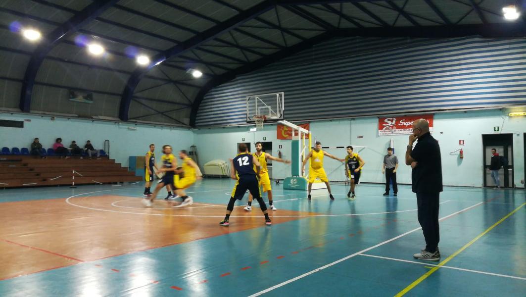 https://www.basketmarche.it/immagini_articoli/20-11-2019/basket-fanum-espugna-campo-dinamis-falconara-grande-ultimo-quarto-600.jpg