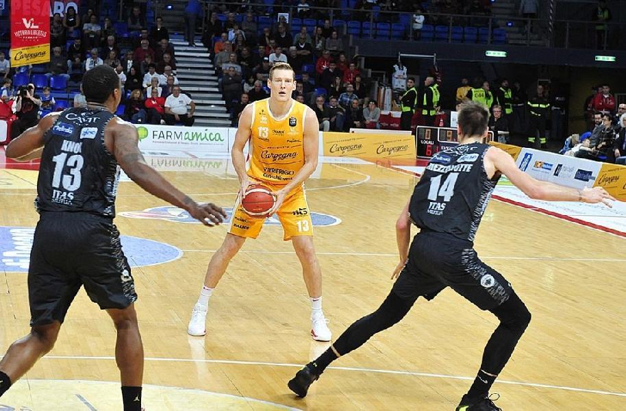 https://www.basketmarche.it/immagini_articoli/20-11-2019/pesaro-aggiornamento-sulle-condizioni-fisiche-clint-chapman-600.jpg