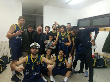 https://www.basketmarche.it/immagini_articoli/21-01-2018/d-regionale-il-basket-fermo-si-aggiudica-il-derby-contro-la-victoria-fermo-270.jpg