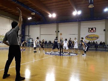 https://www.basketmarche.it/immagini_articoli/21-01-2018/d-regionale-il-marotta-basket-espugna-il-campo-dell-adriatica-pesaro-e-torna-a-correre-270.jpg