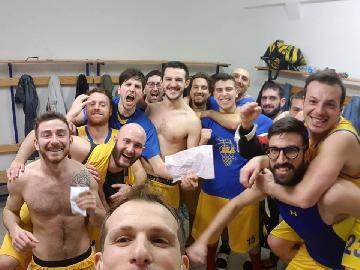 https://www.basketmarche.it/immagini_articoli/21-01-2018/promozione-d-l-amandola-basket-fa-suo-il-big-match-contro-il-picchio-civitanova-270.jpg