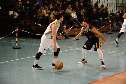 https://www.basketmarche.it/immagini_articoli/21-01-2018/serie-c-silver-una-brutta-sutor-montegranaro-cade-a-falconara-270.jpg