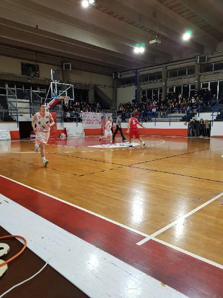 https://www.basketmarche.it/immagini_articoli/21-01-2019/pallacanestro-urbania-espugna-finale-campo-basket-gualdo-600.jpg