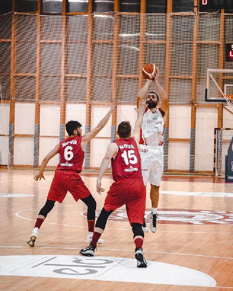 https://www.basketmarche.it/immagini_articoli/21-01-2019/tasp-teramo-bene-derby-coach-stirpe-bella-vittoria-squadra-bravi-600.jpg