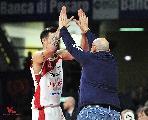 https://www.basketmarche.it/immagini_articoli/21-01-2019/vuelle-pesaro-eccezionale-sbanca-pistoia-risale-classifica-120.jpg