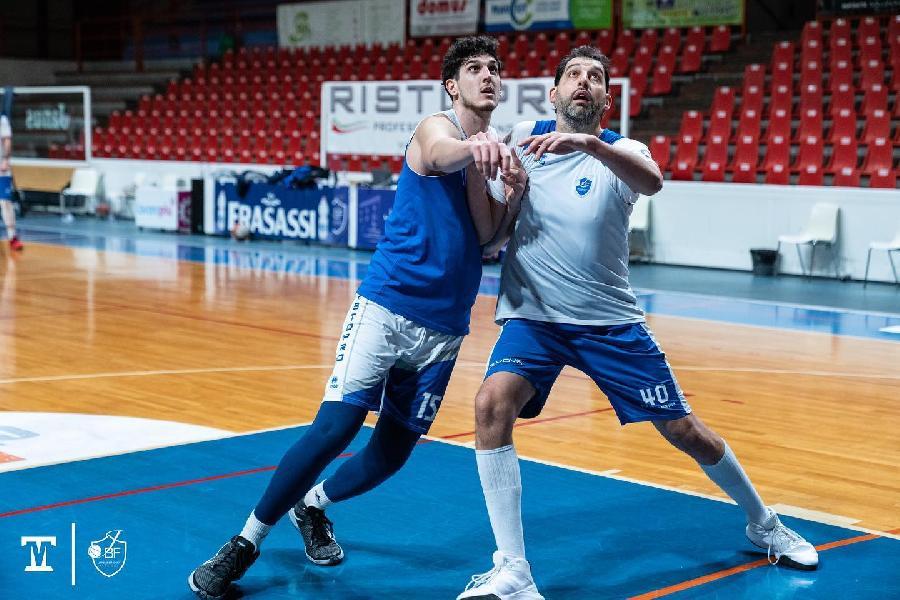 https://www.basketmarche.it/immagini_articoli/21-01-2021/fabriano-coach-pansa-cassar-caratteristiche-simili-garri-permetter-cambiare-sistema-gioco-600.jpg