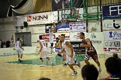 https://www.basketmarche.it/immagini_articoli/21-02-2018/serie-b-nazionale-porto-sant-elpidio-basket-la-gara-contro-san-severo-sarà-la-giornata-biancoazzurra-270.jpg