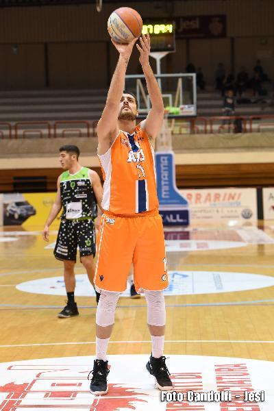 https://www.basketmarche.it/immagini_articoli/21-02-2020/aurora-jesi-cerca-tris-piacenza-carica-andrea-quarisa-600.jpg