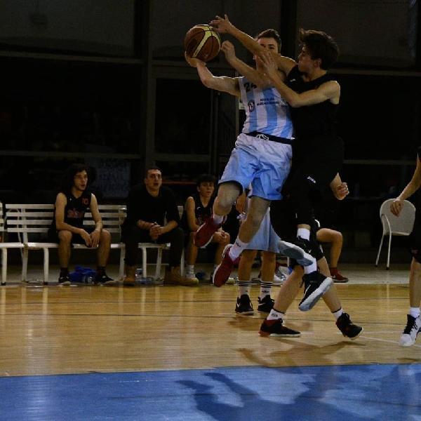 https://www.basketmarche.it/immagini_articoli/21-02-2020/under-gold-netta-vittoria-basket-passignano-basket-spello-sioux-600.jpg