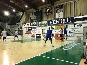 https://www.basketmarche.it/immagini_articoli/21-03-2018/serie-a2-bel-test-amichevole-per-la-poderosa-montegranaro-contro-il-porto-sant-elpidio-basket-270.jpg