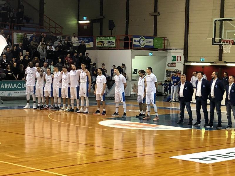 https://www.basketmarche.it/immagini_articoli/21-03-2019/janus-fabriano-sfida-unibasket-pescara-info-prevendita-biglietti-600.jpg