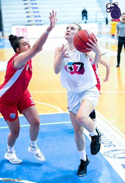 https://www.basketmarche.it/immagini_articoli/21-03-2021/femminile-panthers-roseto-superano-cestistica-azzurra-orvieto-600.jpg
