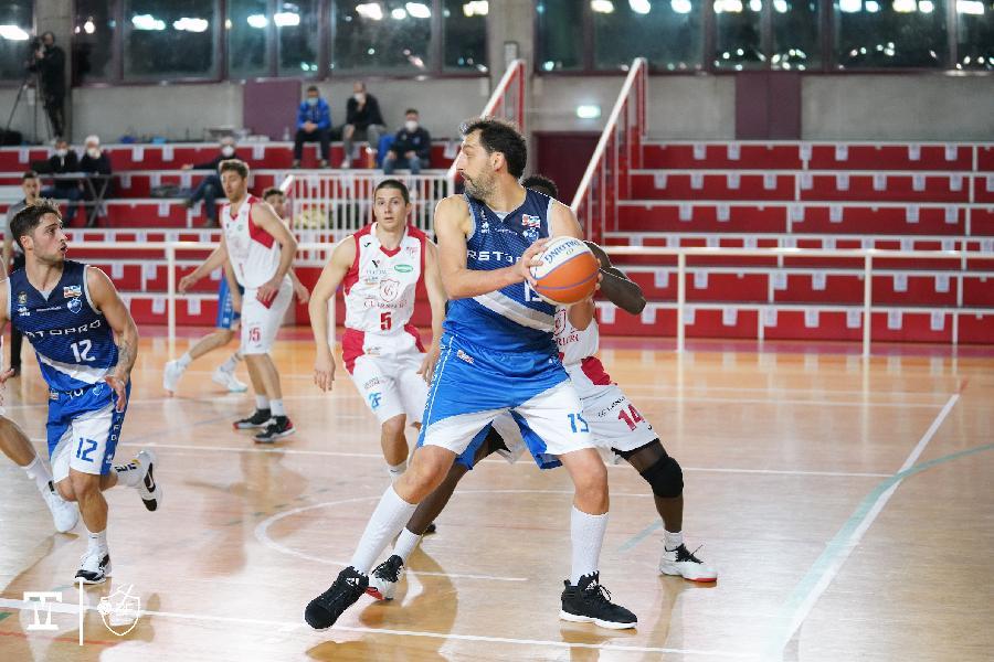 https://www.basketmarche.it/immagini_articoli/21-03-2021/janus-fabriano-espugna-padova-conferma-testa-classifica-600.jpg