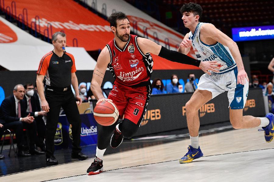 https://www.basketmarche.it/immagini_articoli/21-03-2021/olimpia-milano-vince-derby-pallacanestro-cant-600.jpg