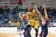 https://www.basketmarche.it/immagini_articoli/21-04-2019/straordinario-corbett-basta-poderosa-montegranaro-playoff-latina-120.jpg