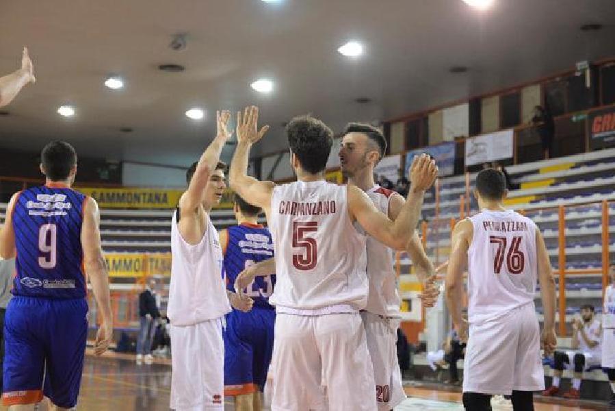 https://www.basketmarche.it/immagini_articoli/21-04-2019/unibasket-pescara-vince-partitissima-chiude-posto-playoff-reggio-calabria-600.jpg