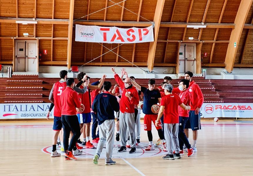 https://www.basketmarche.it/immagini_articoli/21-04-2021/tasp-teramo-sfida-guerriero-padova-coach-salvemini-sfida-importanza-incredibile-600.jpg