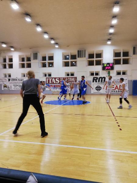 https://www.basketmarche.it/immagini_articoli/21-05-2019/regionale-playoff-basket-giovane-pesaro-riscatta-riporta-serie-parit-600.jpg