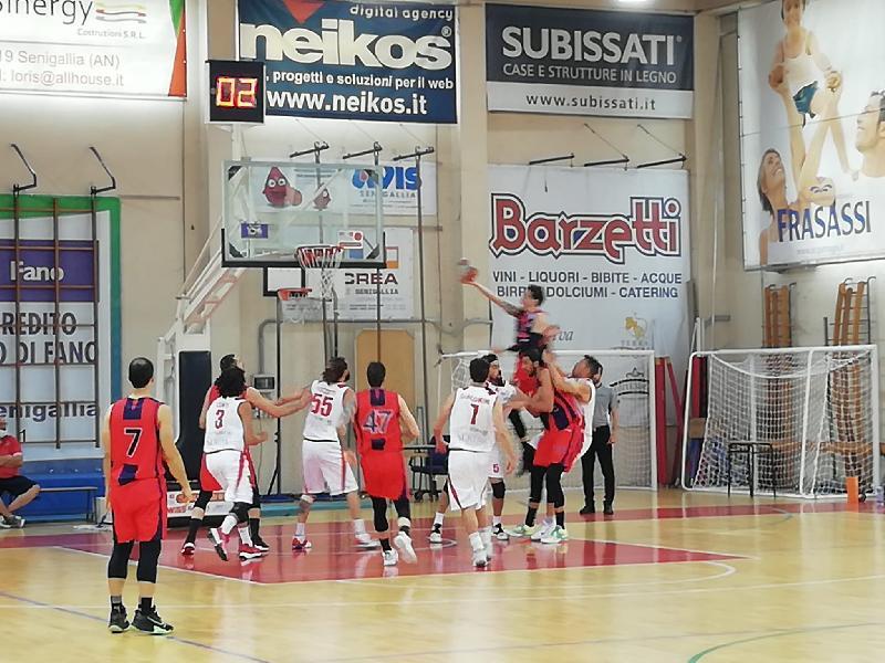 https://www.basketmarche.it/immagini_articoli/21-05-2021/playoff-brutta-sconfitta-interna-pallacanestro-senigallia-jonico-taranto-600.jpg