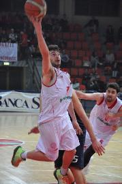 https://www.basketmarche.it/immagini_articoli/21-06-2018/serie-b-nazionale-è-marco-giacomini-la-seconda-conferma-della-pallacanestro-senigallia-270.jpg