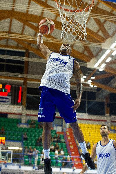 https://www.basketmarche.it/immagini_articoli/21-07-2019/forte-interesse-pallacanestro-cant-brindisi-clark-600.jpg