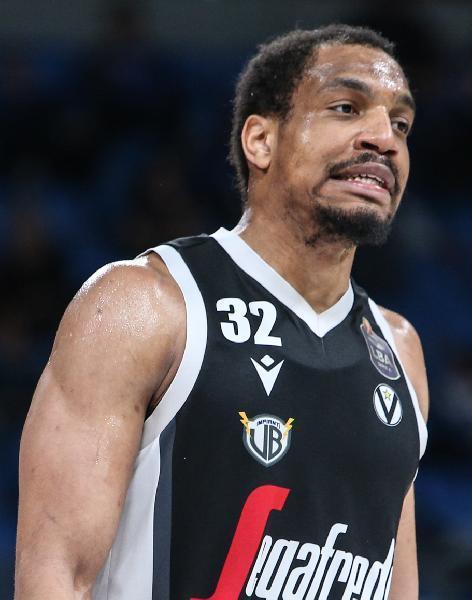 https://www.basketmarche.it/immagini_articoli/21-07-2021/virtus-bologna-osservazione-posizione-vince-hunter-600.jpg