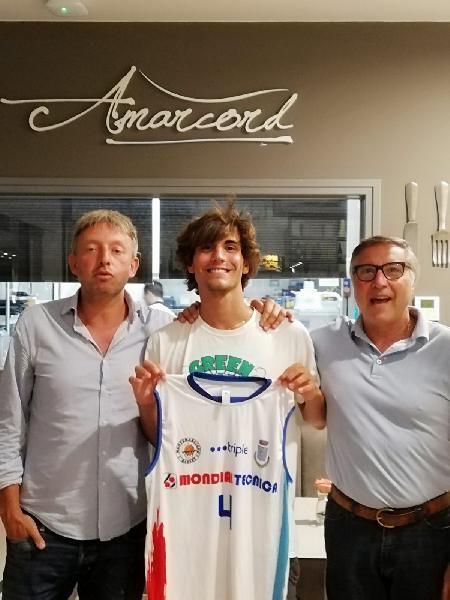 https://www.basketmarche.it/immagini_articoli/21-08-2020/lupr-montemarciano-batte-colpo-falconara-arriva-edoardo-centanni-600.jpg