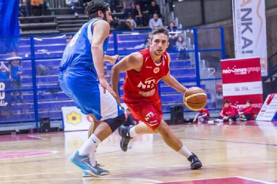 https://www.basketmarche.it/immagini_articoli/21-08-2020/ufficiale-luca-pesaresi-playmaker-falconara-basket-600.jpg