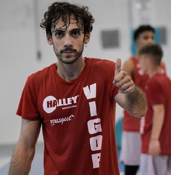 https://www.basketmarche.it/immagini_articoli/21-08-2021/ufficiale-lorenzo-monacelli-lascia-vigor-matelica-firma-basket-team-enrico-battaglia-600.jpg