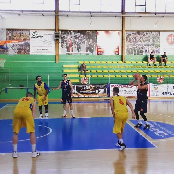 https://www.basketmarche.it/immagini_articoli/21-09-2019/memorial-iuliis-pretaroli-giulianova-basket-aquilano-finale-magic-chieti-mosciano-600.jpg