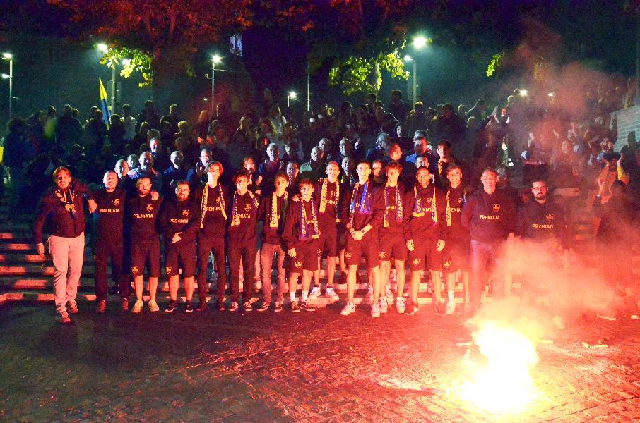 https://www.basketmarche.it/immagini_articoli/21-09-2019/sutor-montegranaro-abbracciato-popolo-serata-festa-allanfiteatro-giovanni-conti-600.jpg