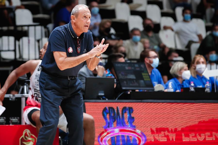 https://www.basketmarche.it/immagini_articoli/21-09-2021/olimpia-milano-coach-messina-sono-contento-squadre-buone-sono-quelle-vincono-quando-partite-complicano-600.jpg