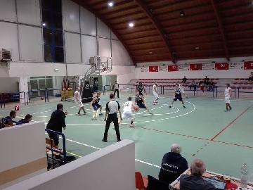 https://www.basketmarche.it/immagini_articoli/21-10-2017/d-regionale-un-super-galiano-trascina-la-virtus-jesi-sul-campo-dell-acqualagna-270.jpg
