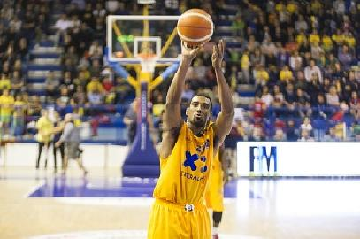 https://www.basketmarche.it/immagini_articoli/21-10-2017/serie-a2-il-preview-di-poderosa-montegranaro-scaligera-verona-270.jpg