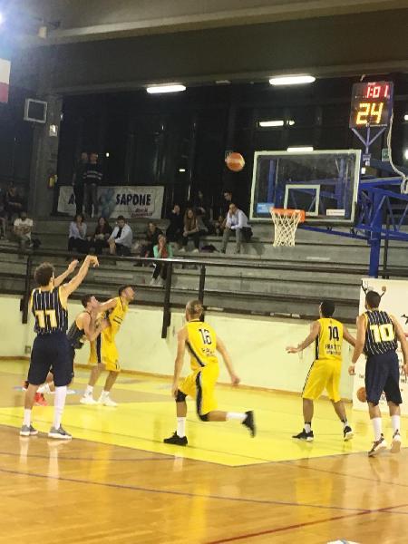 https://www.basketmarche.it/immagini_articoli/21-10-2018/anticipi-terza-giornata-assisi-imbattuta-taurus-derby-prima-vittoria-recanati-600.jpg