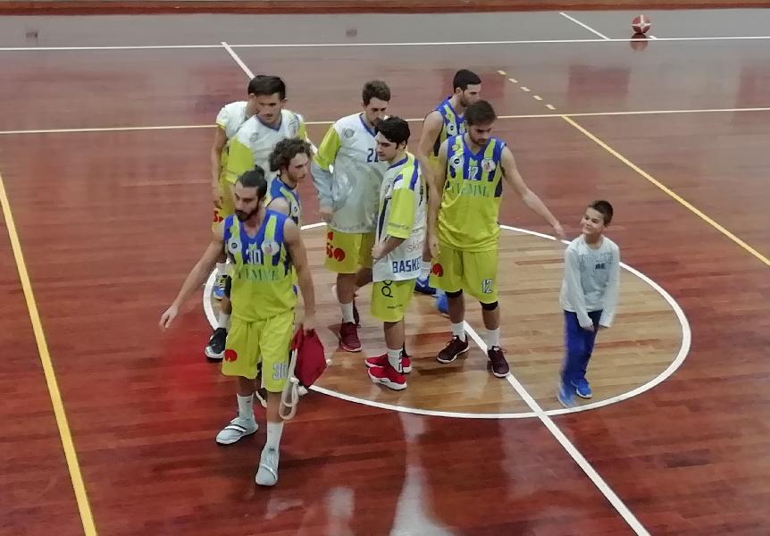 https://www.basketmarche.it/immagini_articoli/21-10-2018/basket-fermo-beffato-boys-fabriano-scelte-arbitrali-scontentano-fermani-600.jpg
