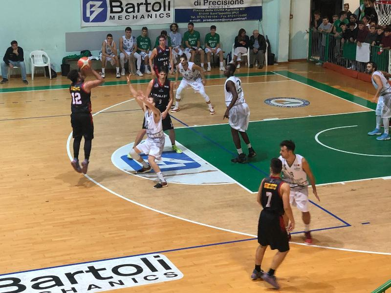 https://www.basketmarche.it/immagini_articoli/21-10-2018/basket-fossombrone-supera-perugia-basket-dopo-supplementare-600.jpg
