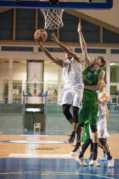 https://www.basketmarche.it/immagini_articoli/21-10-2018/niente-fare-isernia-basket-campo-magic-basket-chieti-600.jpg