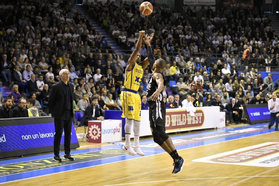 https://www.basketmarche.it/immagini_articoli/21-10-2018/poderosa-montegranaro-ferma-udine-sbancata-primo-posto-classifica-600.jpg