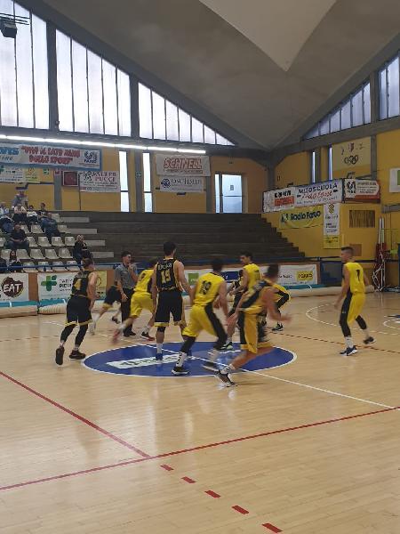 https://www.basketmarche.it/immagini_articoli/21-10-2019/basket-fanum-ripete-cede-casa-santarcangelo-angels-600.jpg