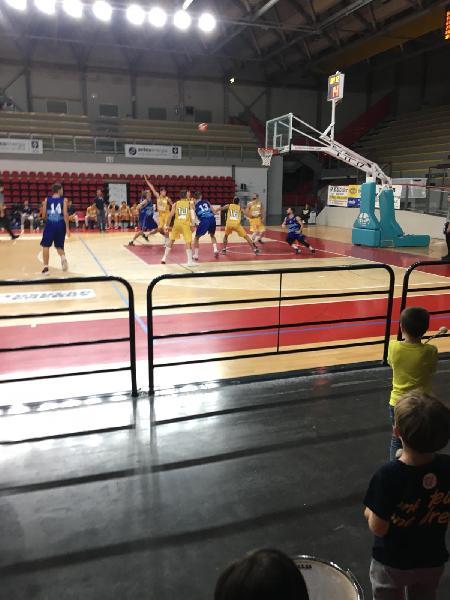 https://www.basketmarche.it/immagini_articoli/21-10-2019/pallacanestro-titano-marino-mani-vuote-trasferta-recanati-600.jpg