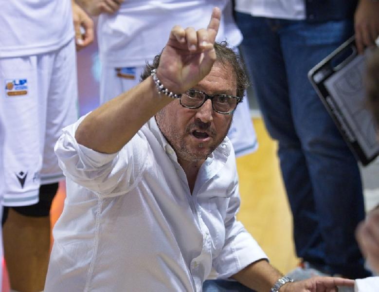 https://www.basketmarche.it/immagini_articoli/21-10-2019/ultim-campetto-ancona-rinnova-fiducia-coach-paolo-regini-600.jpg