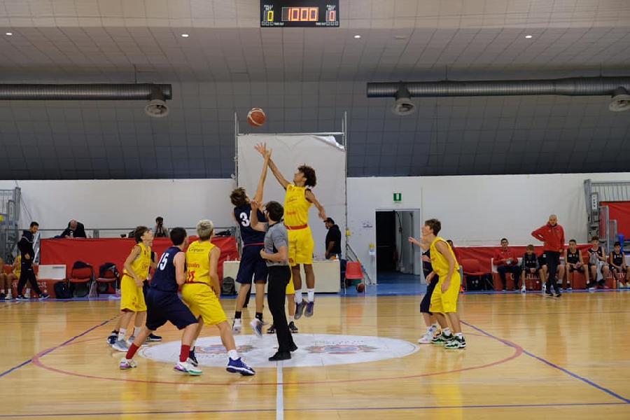 https://www.basketmarche.it/immagini_articoli/21-10-2021/eccellenza-pesaro-supera-nettamente-sporting-pselpidio-600.jpg