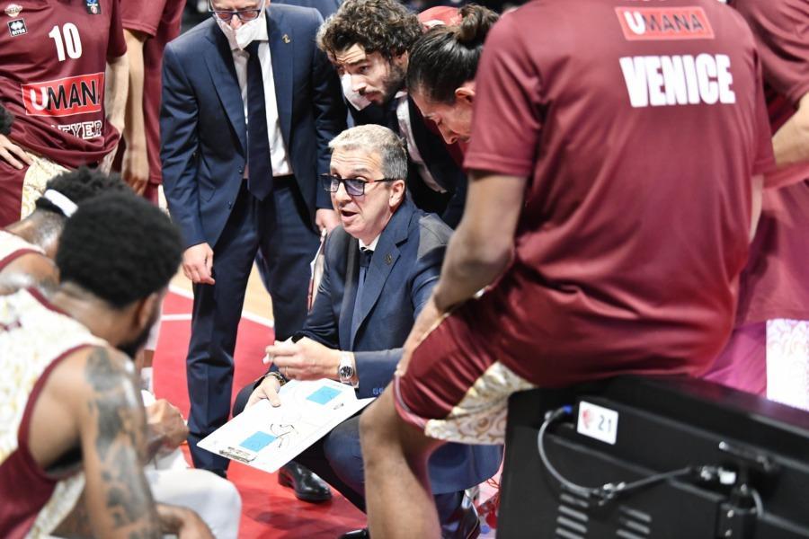 https://www.basketmarche.it/immagini_articoli/21-10-2021/reyer-venezia-coach-raffaele-giocata-gara-concreta-solida-difesa-600.jpg