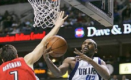 https://www.basketmarche.it/immagini_articoli/21-11-2007/nba-bargnani-protagonista-a-dallas-belinelli-comparsa-al-madison-270.jpg