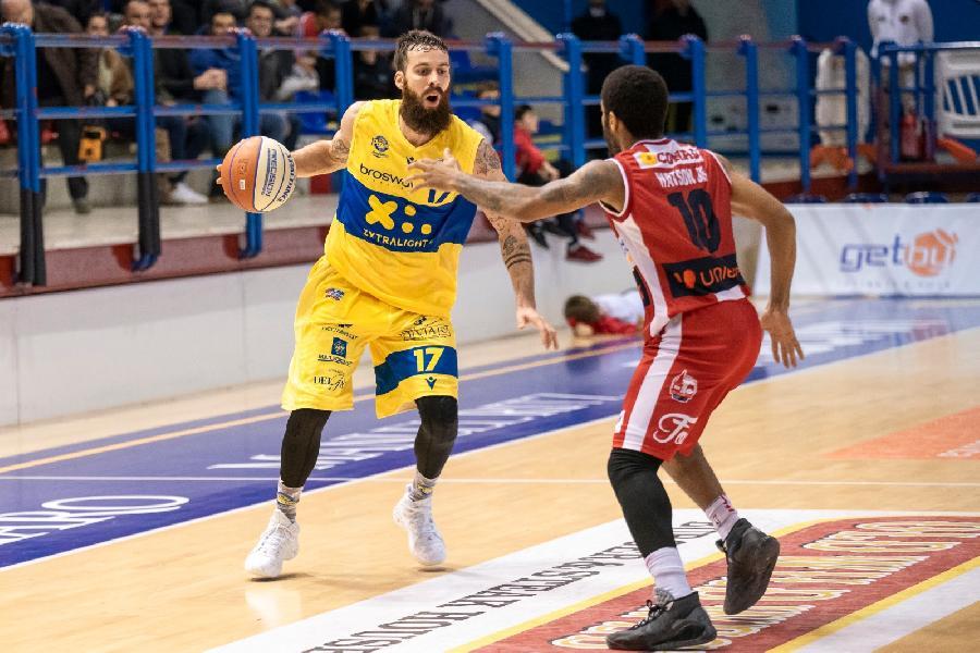 https://www.basketmarche.it/immagini_articoli/21-11-2019/altra-sconfitta-interna-volata-poderosa-montegranaro-questa-volta-esulta-unieuro-forl-600.jpg