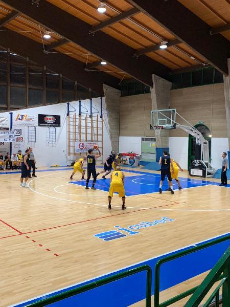 https://www.basketmarche.it/immagini_articoli/21-11-2019/anticipo-pedaso-basket-supera-camerino-conquista-prima-vittoria-stagionale-600.jpg