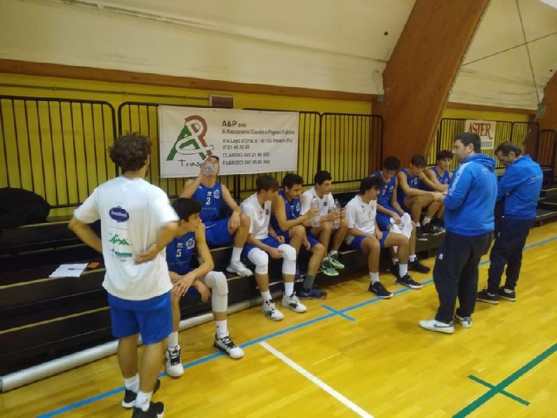 https://www.basketmarche.it/immagini_articoli/21-11-2019/under-gold-basket-school-fabriano-sconfitto-campo-basket-giovane-pesaro-600.jpg