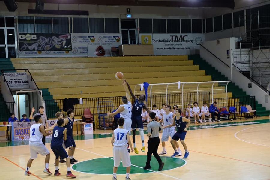 https://www.basketmarche.it/immagini_articoli/21-11-2019/under-silver-porto-sant-elpidio-basket-vittoria-metauro-basket-academy-600.jpg