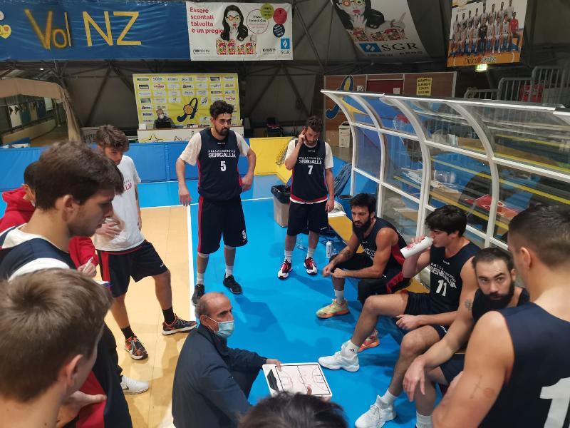 https://www.basketmarche.it/immagini_articoli/21-11-2020/pallacanestro-senigallia-sconfitta-campo-rinascita-basket-rimini-600.jpg